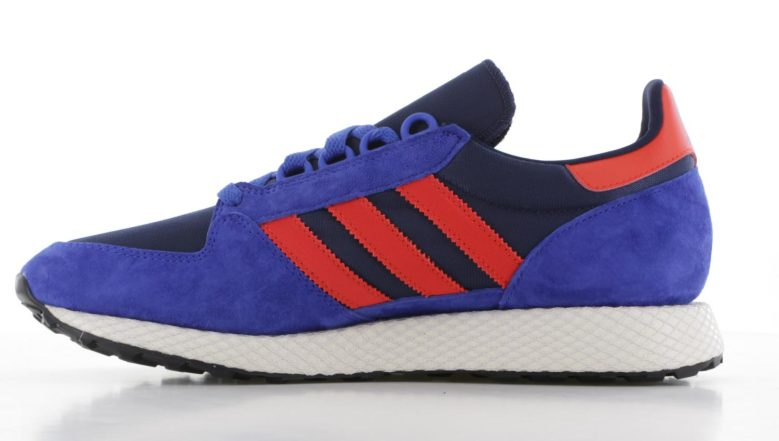 61bbd1694ec adidas Forest Grove Blauw/Rood Heren | B38002 | Sneakers.nl