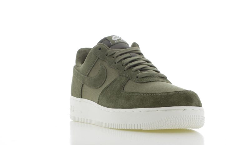 new product 068ff 2c3c8 Nike Air Force 1 07 Suede Olijf Groen Heren